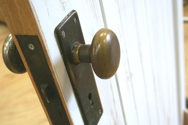 ドアがオシャレに♪アンティークのドアノブと取り付け方を紹介しますのサムネイル画像