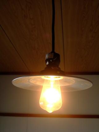 お部屋のおしゃれは照明から。レトロな明かりで雰囲気造りはいかが?のサムネイル画像