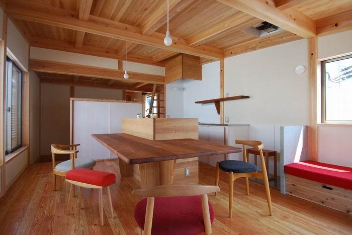 お住まいのキッチンにある、ダイニングテーブルを集めてみました!のサムネイル画像