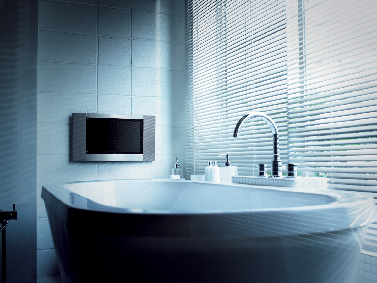 お風呂で、半身浴をしながら、テレビを視聴するのもいいものです!のサムネイル画像