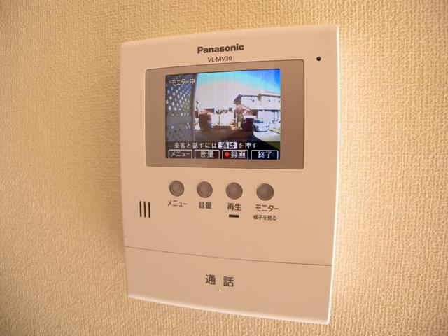 玄関に、モニター付きの、インターホンを設置して、防犯を!のサムネイル画像