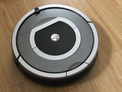 自動でお部屋を掃除する、ロボットタイプの掃除機が人気です!のサムネイル画像