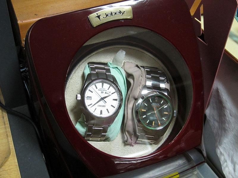 機械式時計を、巻き上げる、ウォッチワインダーの効能について!のサムネイル画像
