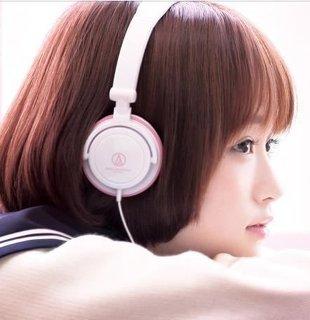 耳元にもかわいいアイテムを♡ピンクのイヤホンがかわいすぎる♡のサムネイル画像