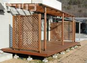 解放的なウッドデッキ!でも屋根があればもっと快適空間になります。のサムネイル画像