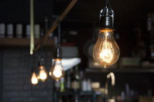 古い電球を新しいものに変えてみませんか?電球の種類をご紹介しますのサムネイル画像