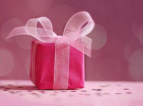 大好きな友達の大切な日に。贈りたい特別なプレゼントリストのサムネイル画像
