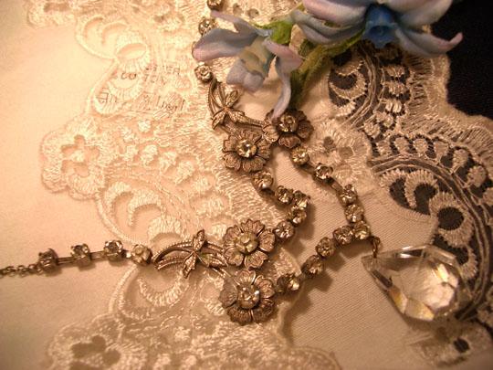 アンティークネックレス☆上品なものから可愛いものをご紹介!のサムネイル画像