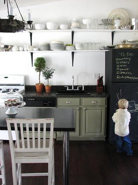 古い住宅でも賃貸でも大丈夫!DIYでかなえるオシャレなキッチンのサムネイル画像