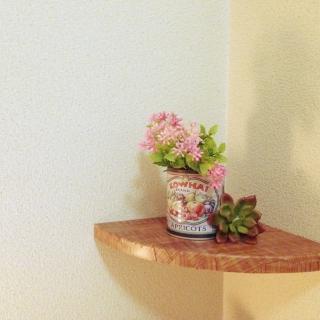 お部屋のコーナーを上手に賢く利用できる棚をご紹介します。のサムネイル画像