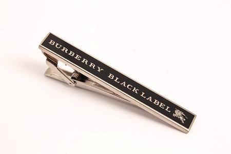 バーバリーのネクタイピンを素敵にプレゼントしてみませんか?のサムネイル画像