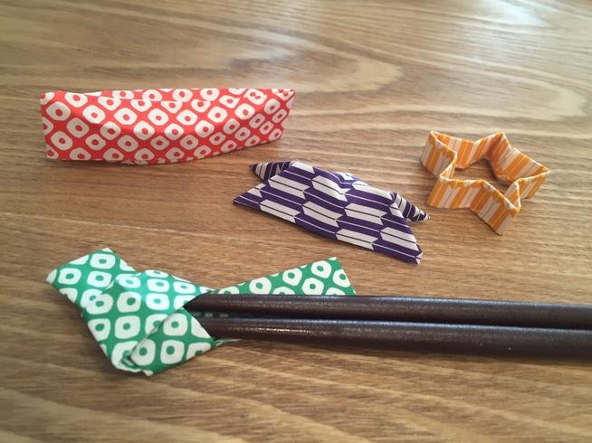 知っているとちょっと自慢できるかも♪箸袋を使った箸置きの折り方のサムネイル画像