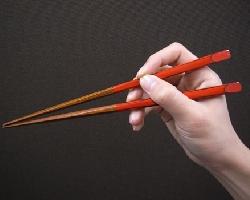 日本人として生まれたら、美しい箸の持ち方で食事をしましょう!のサムネイル画像