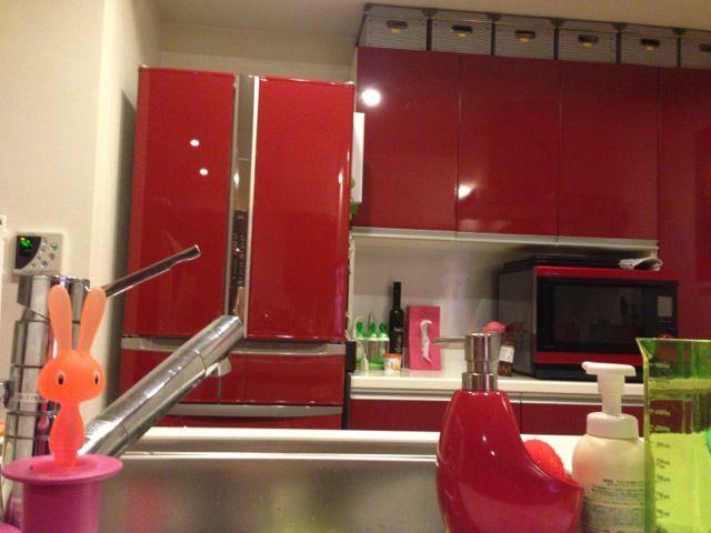 一度は憧れちゃう♡赤の冷蔵庫があるインテリア~20選~♪のサムネイル画像