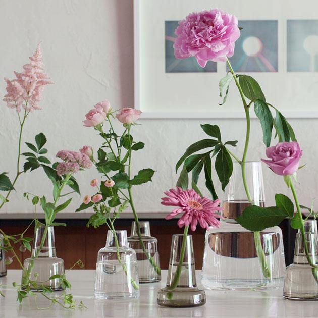 春だから花を飾ろう!オシャレなガラスの花瓶を集めました☆のサムネイル画像