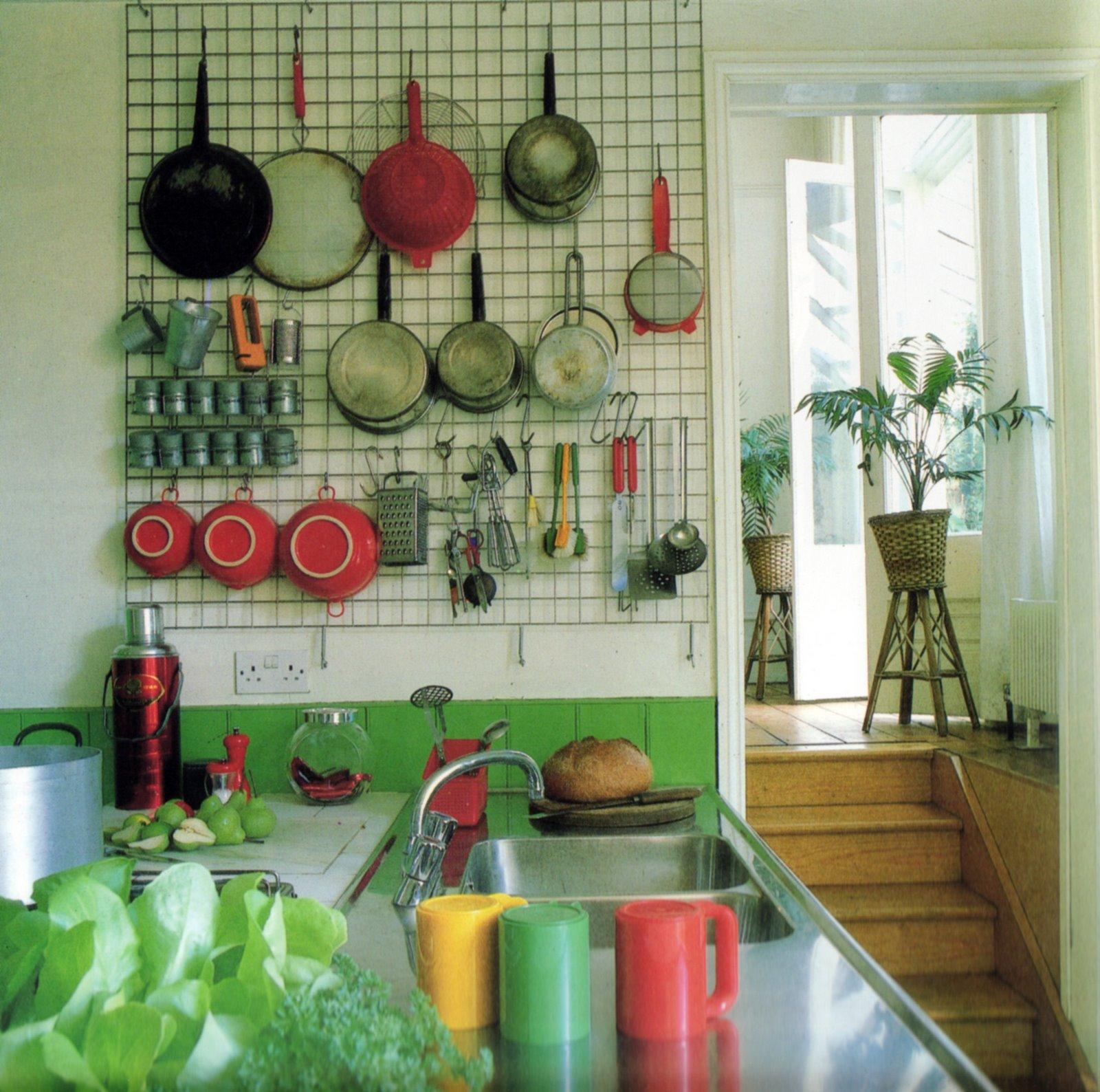 メッシュパネルで簡単、便利で使いやすい壁面収納を作る方法!のサムネイル画像