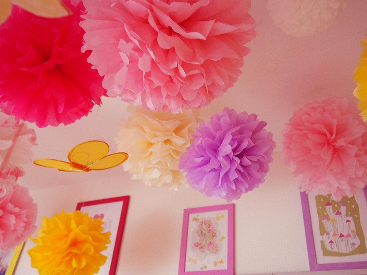 お花紙で広げる夢世界!誰でも簡単にできるフラワーポンポンの作り方のサムネイル画像