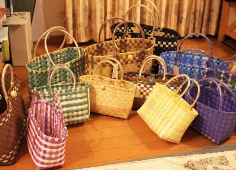 夏をさわやかに! 軽くて便利な手作りのかごバッグはいかがのサムネイル画像