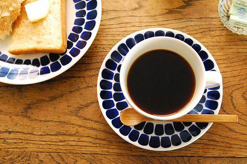 「ブルーに恋して。」思わず一目惚れする陶器のコーヒーカップのサムネイル画像