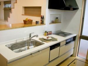 狭いキッチンでもお洒落にできる!レイアウトについてのまとめのサムネイル画像
