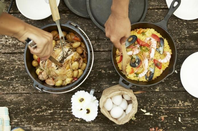 アウトドアにキャンプ、お家でも役立つダッチオーブンの使い方♪のサムネイル画像