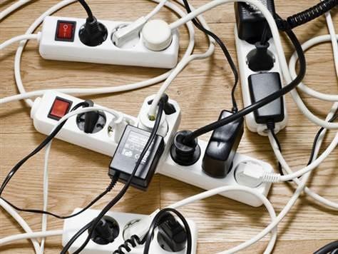 【100円ショップ】ごちゃごちゃはもう嫌!ケーブル整理アイディア集のサムネイル画像