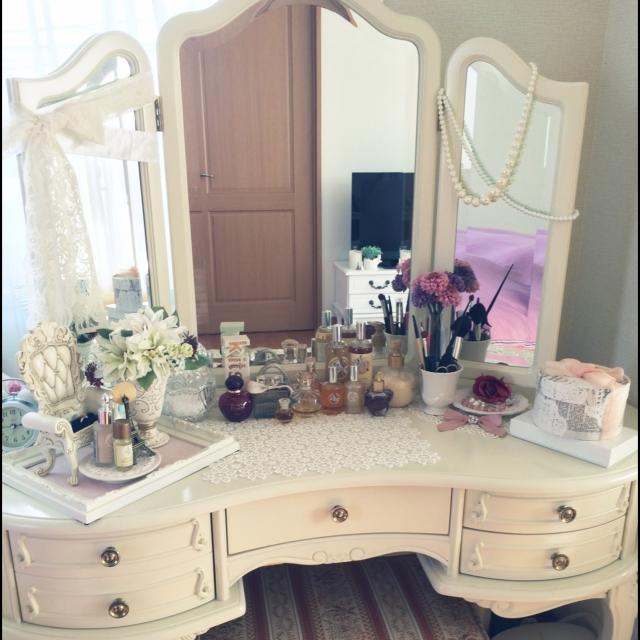 プリンセス気分が味わえる 白いドレッサー おすすめ白い家具のサムネイル画像