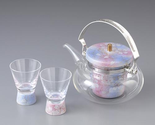 おしゃれなガラスの「冷酒器」でおいしいお酒を飲みませんか?のサムネイル画像