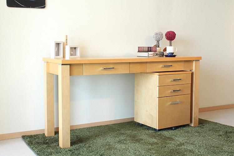木製のパソコンデスクが欲しい!おしゃれな木製パソコンデスク3選。のサムネイル画像