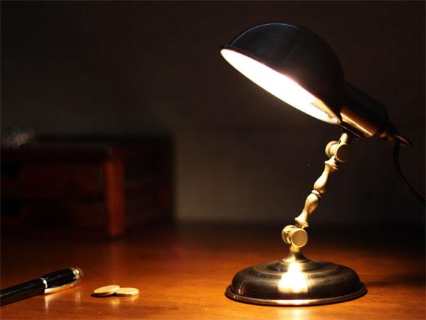 部屋の雰囲気をおしゃれに♡アンティークなデスクライトを紹介のサムネイル画像