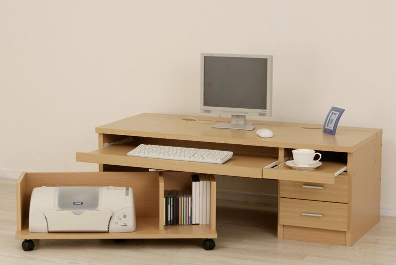 PCデスクはスペースを無駄なく利用できるロータイプをもいいかも!のサムネイル画像