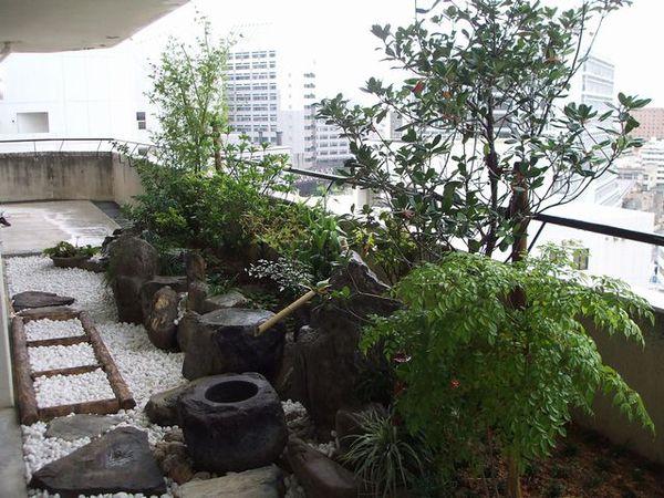 ベランダが癒し空間に大変身!ベランダ坪庭を楽しみませんか?のサムネイル画像