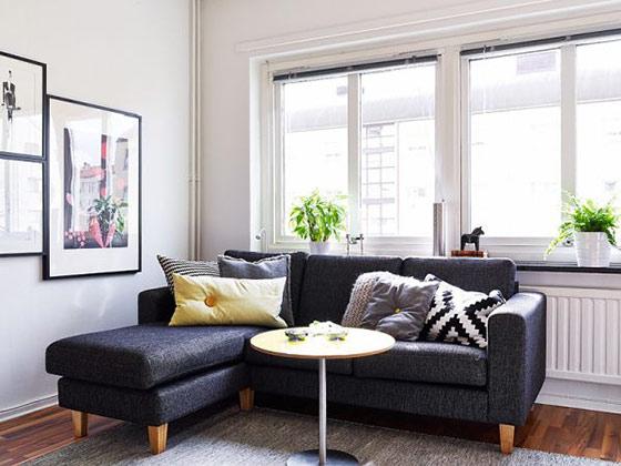狭い部屋でも大丈夫!おしゃれにソファを置けるアイデアをご紹介のサムネイル画像