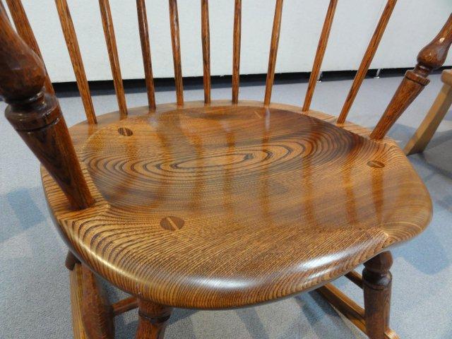 木の椅子の雰囲気が大好き 自分だけのそんな椅子を探してみませんかのサムネイル画像