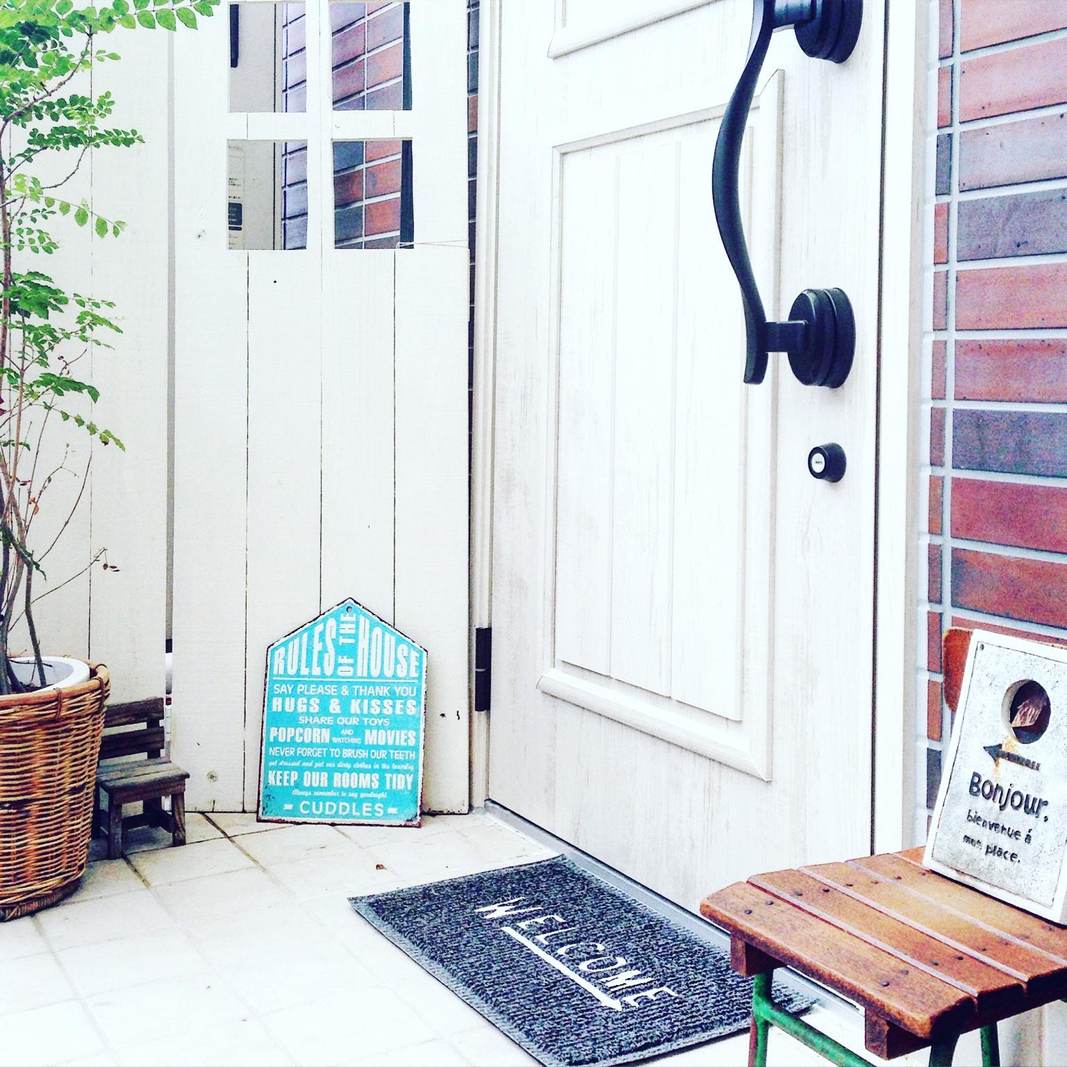 ドアをリフォームして玄関の顔をオシャレに新しくしてみたい♪のサムネイル画像