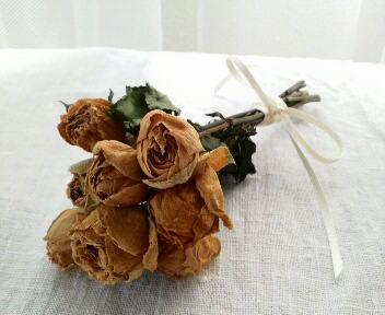 初心者も簡単♡贈り物の定番バラのドライフラワーに挑戦しましょう♡のサムネイル画像