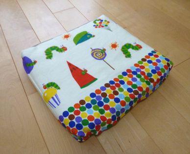 好きな布で可愛く作れる!意外と簡単にできる座布団カバーの作り方のサムネイル画像