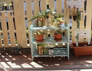 素敵な棚を庭に作ってガーデニングを楽しみましょう。DIYの方法紹介のサムネイル画像
