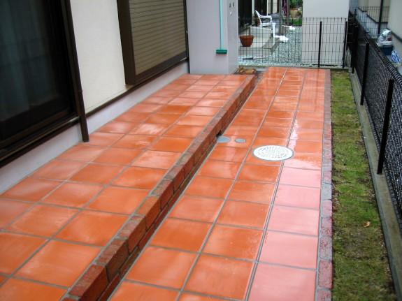 庭に敷くタイルおすすめは?人気の庭用タイルを紹介します。のサムネイル画像