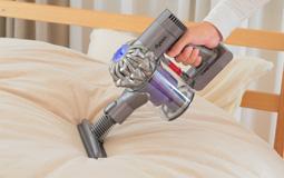 大人気のダイソンの布団掃除機!その実力と気になる他社製品の紹介のサムネイル画像