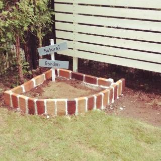 あなたのお庭にも作ってみない?レンガで出来た花壇のススメ!のサムネイル画像