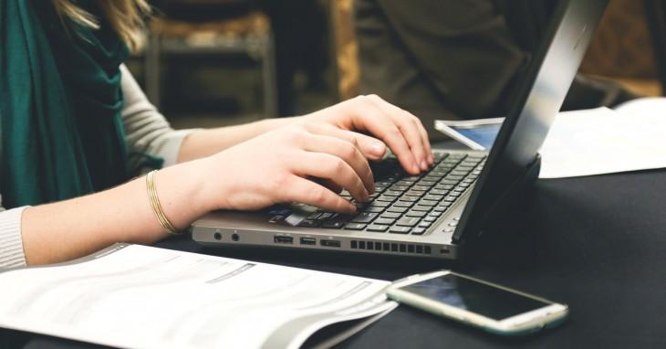 PCの消費電力を下げるには?電気代節約に役立つ知識をご紹介!のサムネイル画像