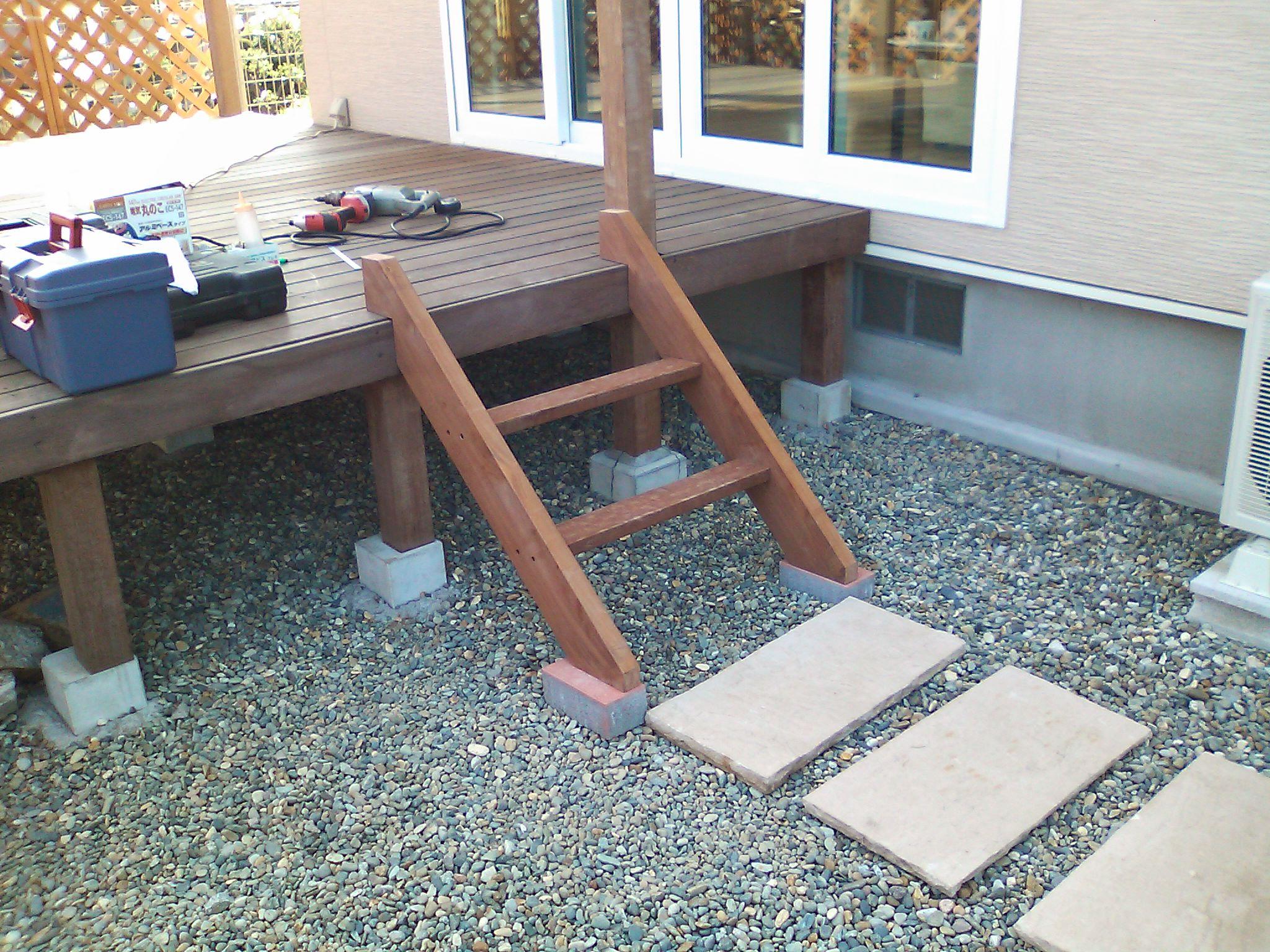 ウッドデッキに階段を設置しましょう!簡単設置!人気商品6選。のサムネイル画像