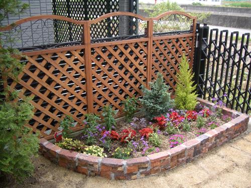 まるで箱庭のような癒し空間を、庭に花壇を作ってみましょうのサムネイル画像