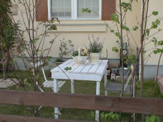 初心者でも簡単!お庭に似合うガーデンテーブルの作り方とは?のサムネイル画像