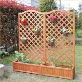 お庭の目隠し、室内のインテリアに!ラティスの設置方法をご紹介。のサムネイル画像