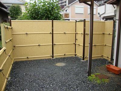竹フェンスでプライバシーを保護。設置簡単な竹フェンスを紹介。のサムネイル画像