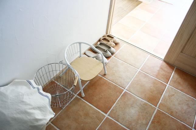 【洗面所の床材選び】明るくて清潔な洗面所に適した床材選びをのサムネイル画像
