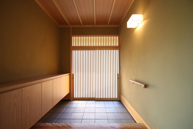 玄関には網戸がおすすめ!暑い季節の換気に便利な玄関網戸6選。のサムネイル画像