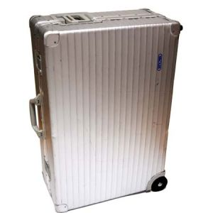 見た目はかっこいいけど・・・アルミのスーツケースってどうなの?のサムネイル画像